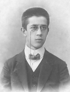 Студент математического факультета Московского Университета Владимир Амбарцумов. 1911 г