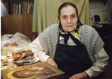 Ирина Васильевна в своей мастерской