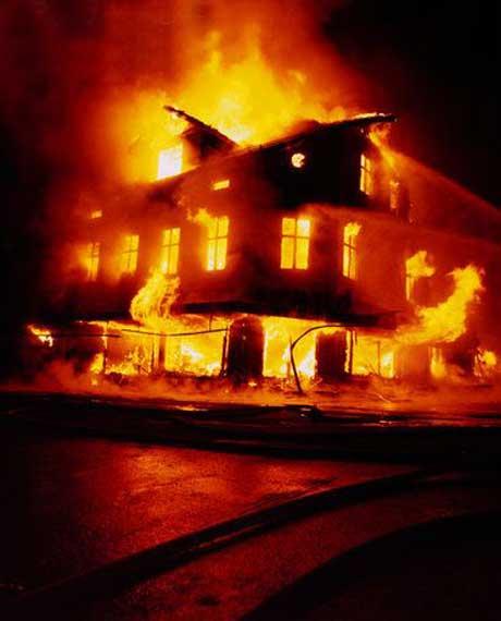Житель Златоуста требует 1,3 миллиона рублей с управляющей компании за пожар в квартире...