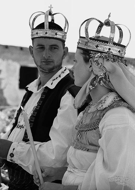Венчание украинки и серба во взорванном храме