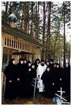 Рядом со святой могилкой
