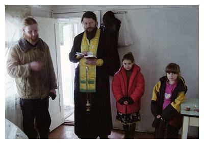 Освящение дома совершается священником по особому чину, содержащему молитвословия, призывающие на дом и живущих в нем...