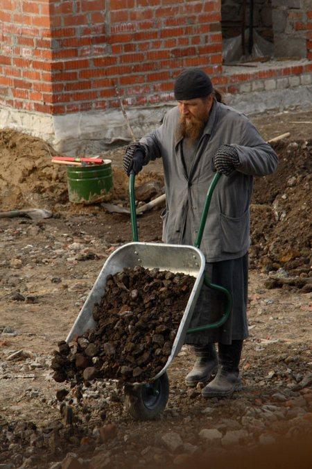 Епископ Домодедовский Евтихий на строительстве храма