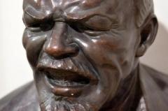 Бюст Ленина, скульптор Г. Лавров. В советское время скульптура была запрещена. Основная экспозиция музея