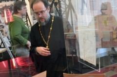 Иерей Александр Мазырин, зам рук.  НИО НИРПЦ, чьи сотрудники подготовили экспозицию для выставки.