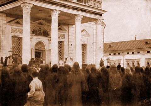 Выход Их Императорских Величеств из Успенского собора 17 июля 1903 г.