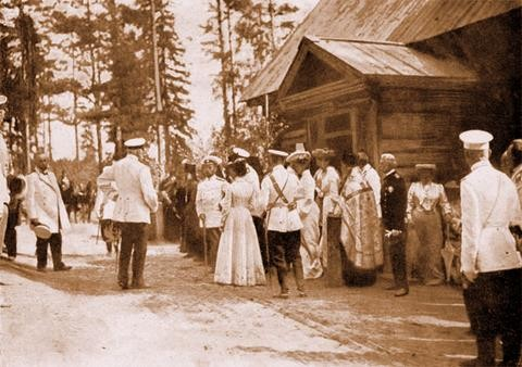 Их Императорские Величества у Дальней пустыньки преп. Серафима 18 июля 1903 г.