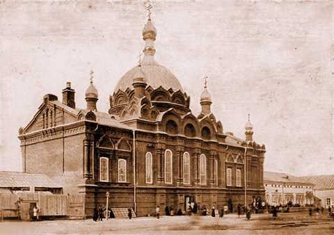 Вновь освященная церковь во имя Св. Троицы, сооруженная над келлией преп. Серафима