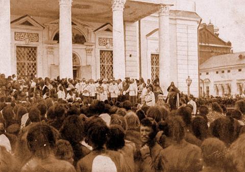 Выход Их Императорских Величеств из Успенского собора 20 июля 1903 г.