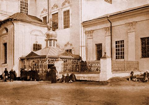 Часовня над могилой преп. о. Серафима.