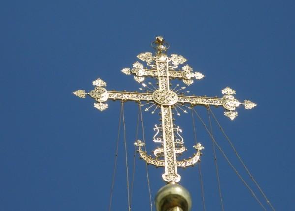 Полумесяц в основании Креста?