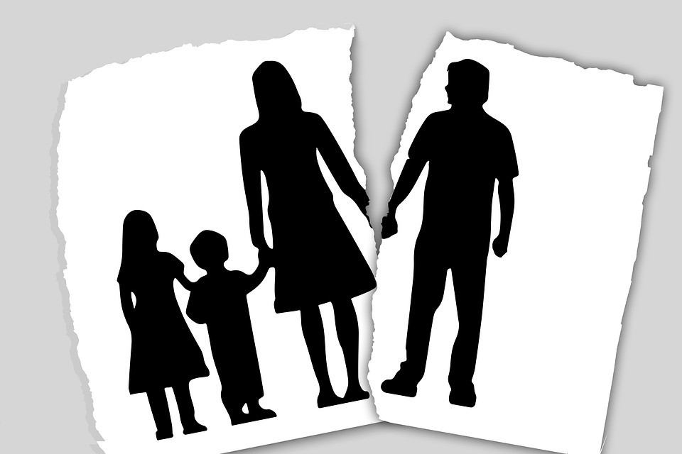 Сложные вопросы: как пережить развод?