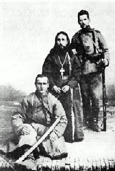 Русско-японская война. Отец Митрофан, Ксенофонт (сидит) и Михаил
