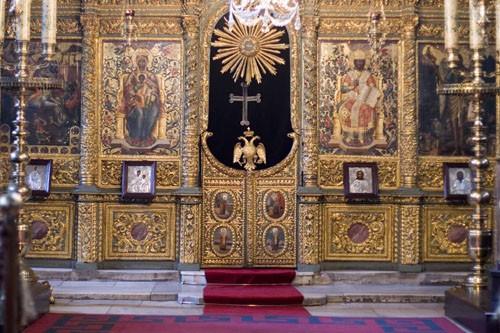 Храм в Патриархии. Двуглавый орел на Царских вратах - герб Византии