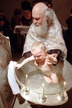 Почему ребенка крестят