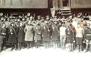Штаб Маньчжурской армии и представители иностранных армий на станции Ташичао, 30 июня 1904 года Фото: Православие.ru