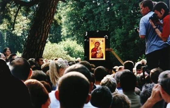 33-2474http://www.orthphoto.net/photo.php?id=2474 Подпись: Иверская икона вступает на святую гору Грабарку, Польша. Фото orthphoto.net Mirosław Kisielewski