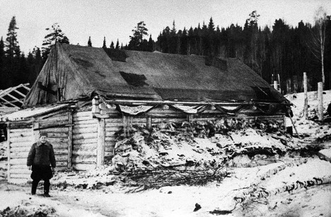 фото rian.ru. Исправительно-трудовой лагерь 1930-40-х годов. Барак для строителей Панышевской ГЭС.