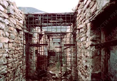 фото rian.ru. БУР - барак усиленного режима - одного из исправительно-трудовых лагерей на Колыме.