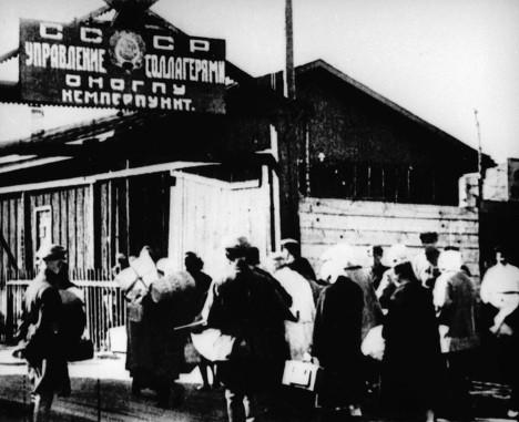 rian.ru Соловецкий лагерь особого назначения — крупнейший исправительно-трудовой лагерь 1920-х годов, находившийся на территории Соловецких островов (Архангельская область).