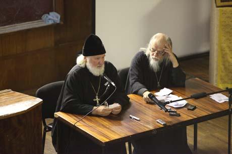 Протоиерей Владимир Воробьев, протоиерей Аркадий Шатов. Фото Екатерины Степановой
