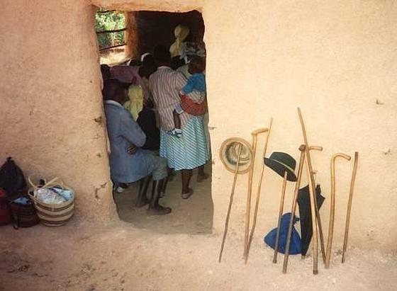 У входа в православный храм, Кения. Фото orthphoto.net