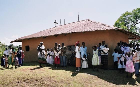 Подпись: После Литургии, Кения. Фото orthphoto.net