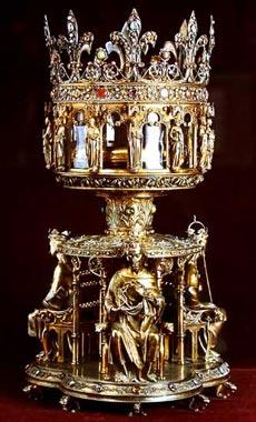 Реликварий, в котором хранится Терновый венец Спасителя. В Страстную пятницу католической Пасхалии святыню выносят из сокровищницы собора на амвон, чтобы верющие могли к ней приложиться