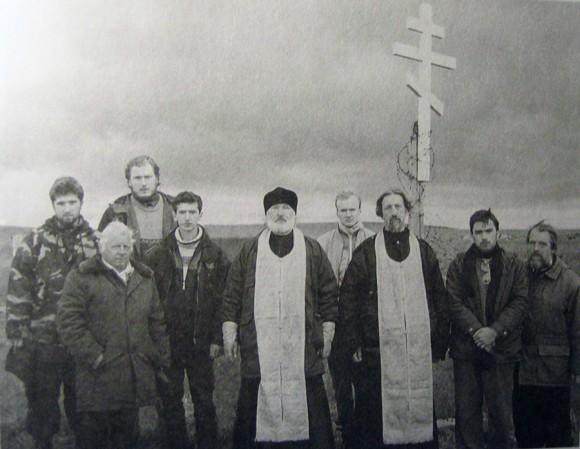 У истоков Свято-Тихоновского. В центре - прот. Владимир Воробьев и прот. Александр Салтыков
