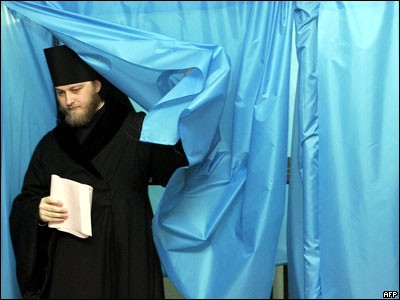 На украинских выборах. ФотоBBC.ru