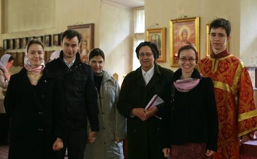 Матушка Мария с детьми. Фото Анатолия Данилова