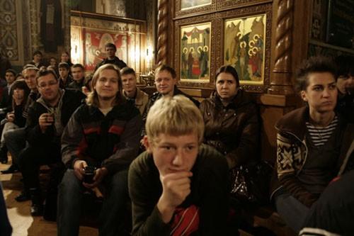 В Свято-Троицком храме Ионинского монастыря по четвергам проходят встречи молодежи