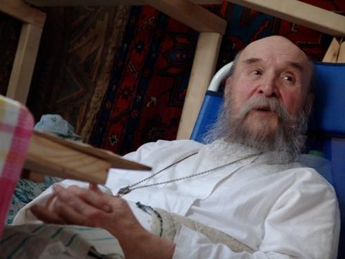 Отец Петр, самый старый священник в Абхазии. Болезнь приковала его к инвалидному креслу, тем не менее он продолжает служить