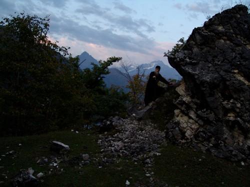 Военно-Сухумская дорога – одно из самых красивых мест в Абхазии. Еще до революции в ее окрестностях селились монахи-пустынники. На фото: иеромонах Игнатий, настоятель одного из храмов в Кодорском ущелье