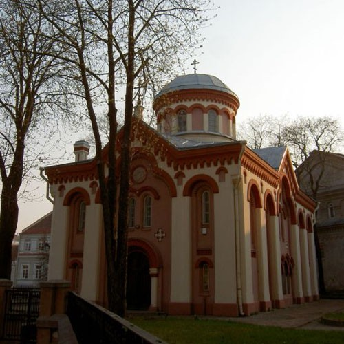 Храм св. Параскевы , г. Вильнюс «Православие», по-литовски -- Stačiatikybė, можно перевести дословно как «стояверие» (от глаголов «стоять прямо» и «верить»). Вот для большинства литовцев Восточная Церковь так и остается странной мессой на непонятной языке, слушают которую обязательно стоя, потому что в храмах нет лавок
