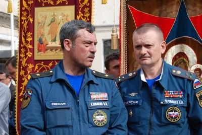 Первый заместитель начальника главного управления МЧС Виктор Климкин и полковник Евгений Чернышев