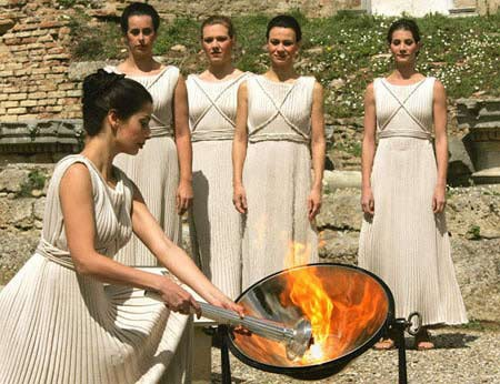 Зажжение факела в Олимпии