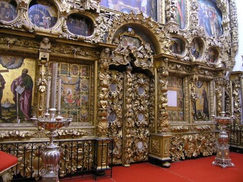 Иконостас церкви Покрова в Филях – работа царских резчиков и иконописцев
