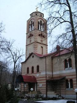 Нынешняя колокольня кунцевского храма повторяет формы разрушенной в советское время, но стоит не на своем историческом месте