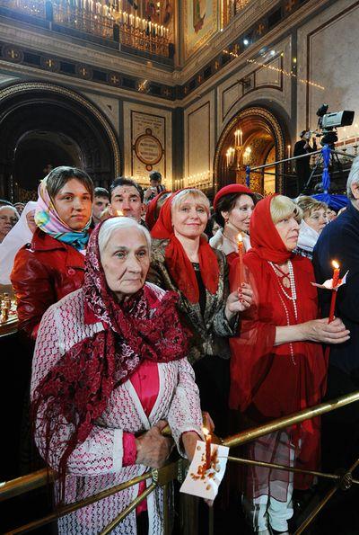 На Пасхальной вечерне в храме Христа Спасителя. Фото: Патриархия.ру.