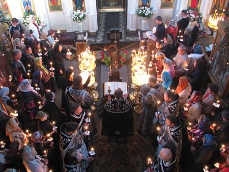 Чтение 12 Евангелий. Фото: orthodox-church.kiev.ua