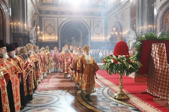 Пасхальная вечерня в храме Христа Спасителя. Фото: Патриархия.ру