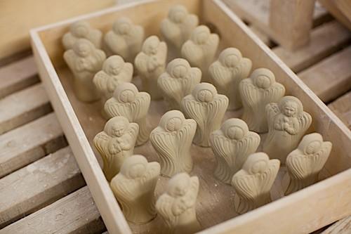 В керамической мастерской монастыря создаются сувениры из глины, фарфора, фаянса. Здесь могут выполнить любое керамическое изделие и по индивидуальному заказу