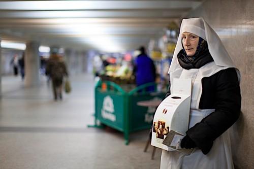 В 1997 году сестры вышли на улицы города. Сегодня сестра со скорбонкой – первое, что видишь сходя с поезда в Минске