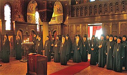 Молитва перед началом заседания архиерейского Собора СПЦ