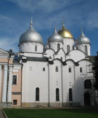 Памятник архитектуры XI века - новгородский собор Святой Софии - принадлежит Церкви