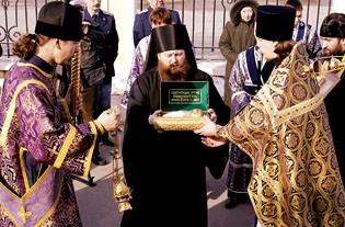 Встреча ковчега с мощами святителя Московского Иннокентия. Фото: Журнал Московской Патриархии