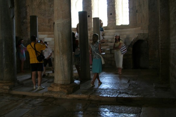 В алтаре храма
