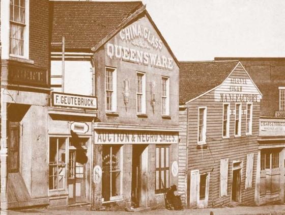 «Аукционы и продажа негров» — вывеска над биржей в Атланте, Джоржия.