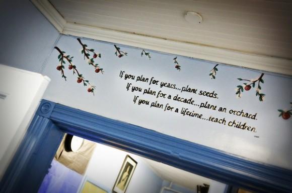 Планируешь на годы - посади семена. Планируешь на десятилетия - посади дерево. Планируешь на всю жизнь - учи детей.